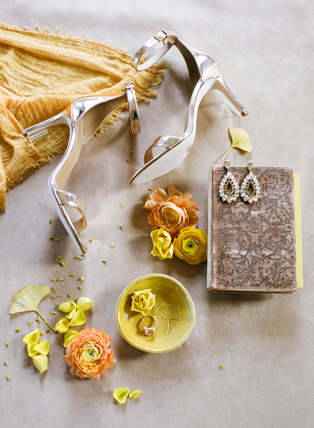 Bridal shoes and jewelry details; St. Louis Wedding Photographer Erica Robnett Photography